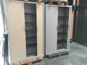 Armoire de bureau occasion, 5 tablettes, portes rideaux horizontales
