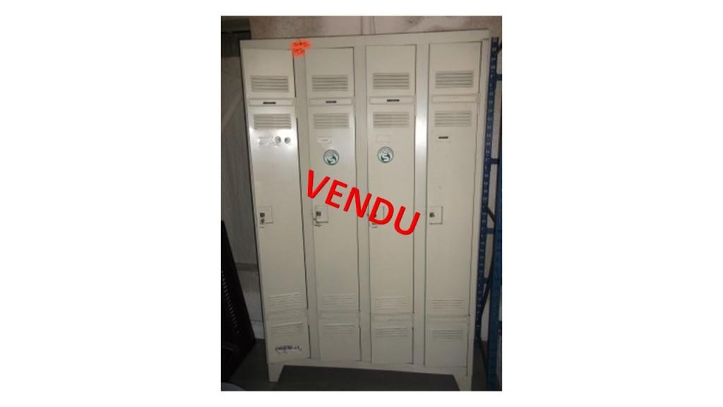 Vestiaire bloc de 4 portes occasion 90 € H.T. (visible en Mayenne 53400 POMMERIEUX / CRAON)
